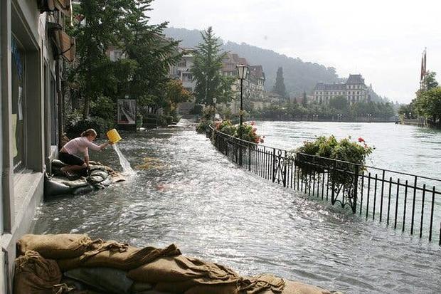 Những trận lũ kinh hoàng trong thế kỷ 21 từng xảy ra với châu Âu hoa lệ: Hàng thập kỷ bị lũ lụt tàn phá tang thương tại lục địa già - Ảnh 5.