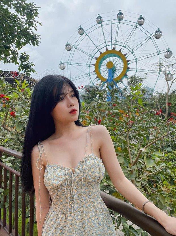 Khoe đôi dép cao su 12 triệu, nữ streamer Thủy Tiên khiến cư dân mạng há hốc mồm - Ảnh 5.