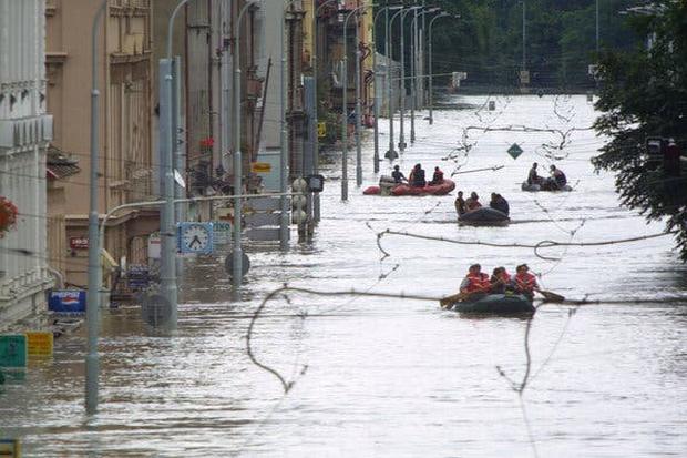 Những trận lũ kinh hoàng trong thế kỷ 21 từng xảy ra với châu Âu hoa lệ: Hàng thập kỷ bị lũ lụt tàn phá tang thương tại lục địa già - Ảnh 6.