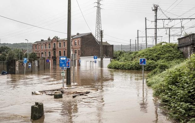 Số nạn nhân tử vong trong trận mưa lũ lịch sử ở Đức và Bỉ tăng lên 170 người - Ảnh 8.