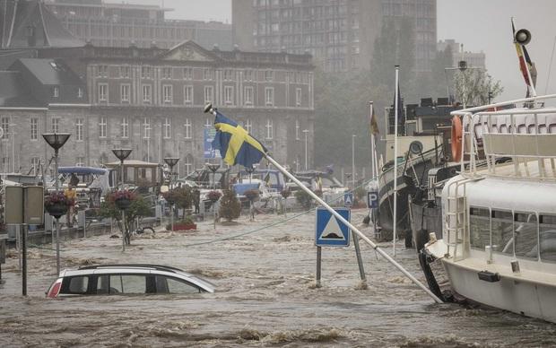 Số nạn nhân tử vong trong trận mưa lũ lịch sử ở Đức và Bỉ tăng lên 170 người - Ảnh 9.