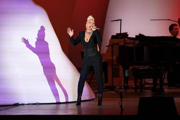 Như chưa từng có dịch: 1 ngôi sao đã tổ chức concert hơn 17 nghìn khán giả không đeo khẩu trang, không cần giữ khoảng cách gì nữa! - Ảnh 2.