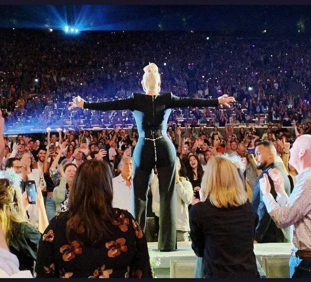 Như chưa từng có dịch: 1 ngôi sao đã tổ chức concert hơn 17 nghìn khán giả không đeo khẩu trang, không cần giữ khoảng cách gì nữa! - Ảnh 4.