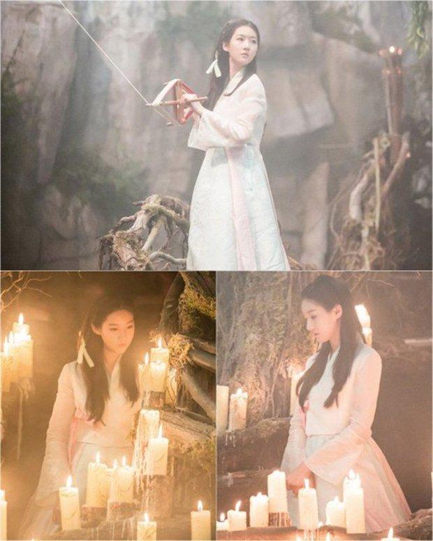 4 phù thủy xinh đẹp trên màn ảnh Hàn: Visual cực phẩm giúp mợ ngố Song Ji Hyo lấn át các đàn em - Ảnh 2.
