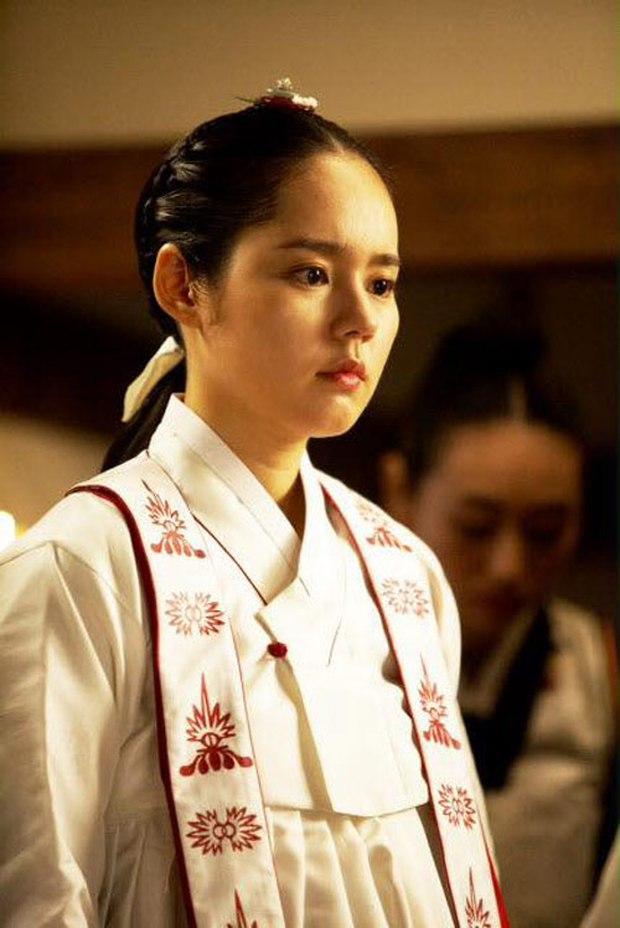 4 phù thủy xinh đẹp trên màn ảnh Hàn: Visual cực phẩm giúp mợ ngố Song Ji Hyo lấn át các đàn em - Ảnh 6.