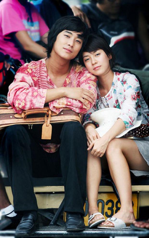 Cảnh hôn kinh điển của thái tử Joo Ji Hoon - Yoon Eun Hye hot trở lại: Có gì mà khiến cặp đôi Goong bị đồn hẹn hò? - Ảnh 9.