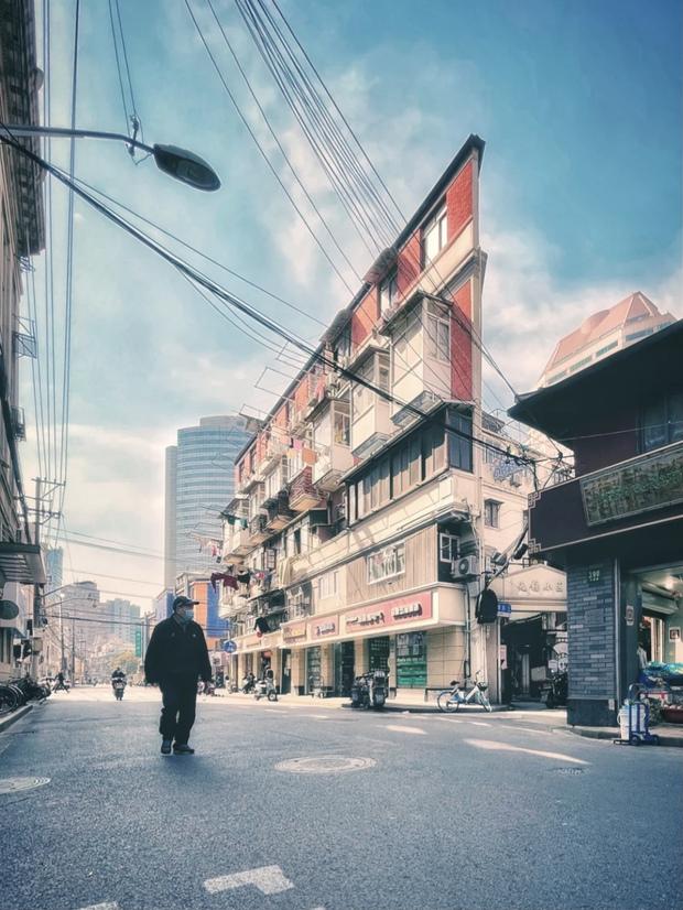 Cuộc sống chật vật bên trong những ngôi nhà mỏng tang như tờ giấy giữa lòng thành phố hoa lệ không bao giờ ngủ - Ảnh 8.