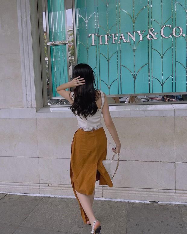 Instagram Look sao Việt tuần qua: Chi Pu lại táo bạo với bikini Barbie, Minh Tú khoe vòng 3 căng đét - Ảnh 9.