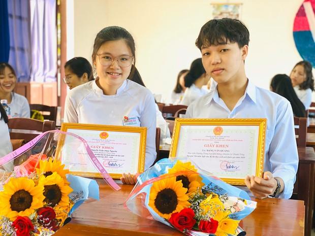 Phỏng vấn nam sinh đạt điểm 10 Văn tốt nghiệp THPT: Chỉ học đến 11h, tiết lộ điểm Toán và Anh mà thêm phục - Ảnh 1.