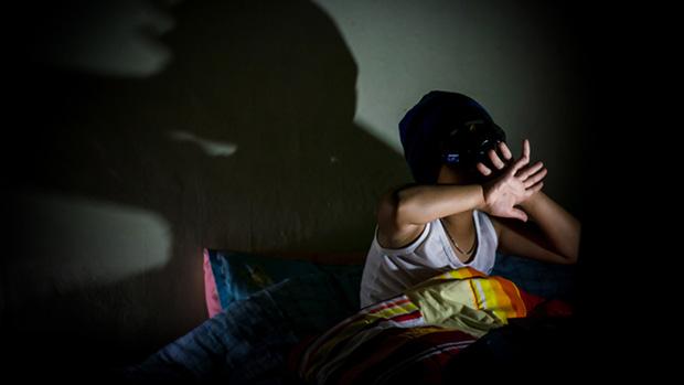 Xin mẹ hãy cứ ở trong tù: Bi kịch của những đứa trẻ bị chính cha mẹ đẩy vào con đường lạm dụng tình dục online - Ảnh 5.