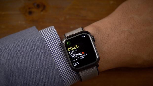 iPhone 13 sẽ có thời lượng pin cực kỳ ấn tượng nhờ một tính năng được sao chép từ... Apple Watch - Ảnh 1.