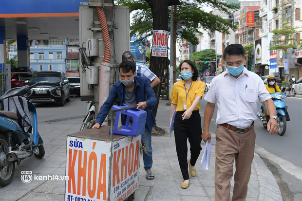Hà Nội: Chủ quán cất bia bán nước lọc, nhiều cửa hàng không thiết yếu vẫn mở cửa sau Công điện 15 - Ảnh 5.