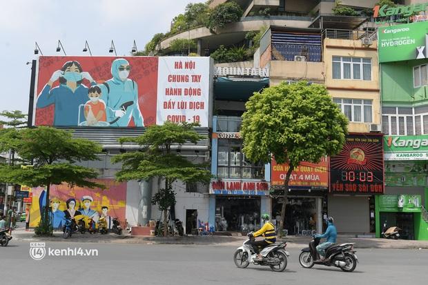 Hà Nội: Chủ quán cất bia bán nước lọc, nhiều cửa hàng không thiết yếu vẫn mở cửa sau Công điện 15 - Ảnh 8.