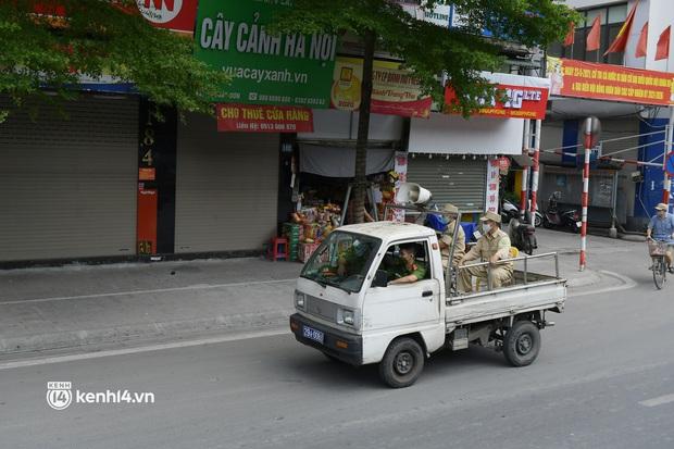 Hà Nội: Chủ quán cất bia bán nước lọc, nhiều cửa hàng không thiết yếu vẫn mở cửa sau Công điện 15 - Ảnh 7.