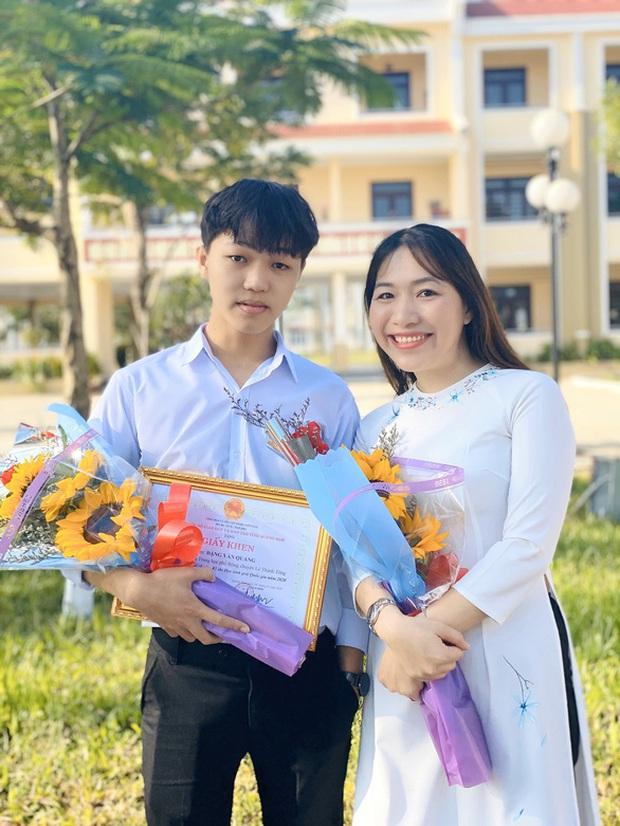 Nam sinh đầu tiên đạt 10 điểm Văn tốt nghiệp THPT, được Giám đốc Sở GD-ĐT khẳng định có thang điểm trên 10 cũng cho thêm - Ảnh 1.