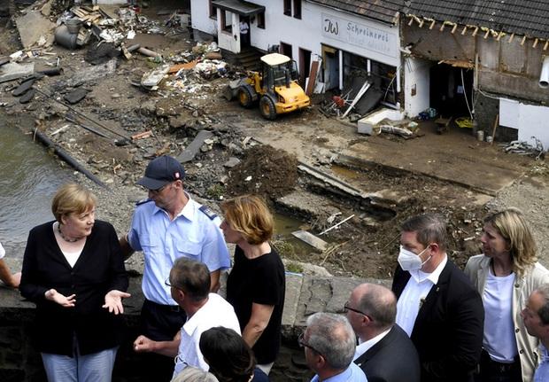 Số nạn nhân thiệt mạng vì trận mưa lũ chưa từng có ở châu Âu tăng lên ít nhất 190 người - Ảnh 1.