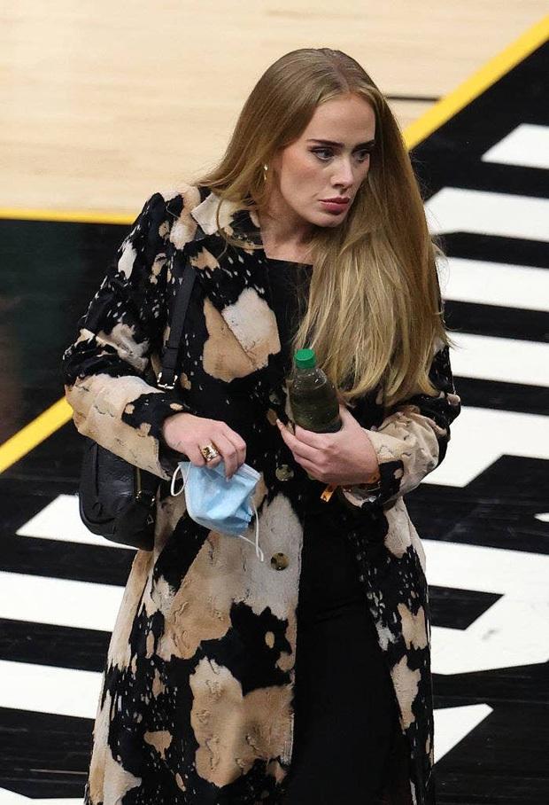 Một ngày, Adele trở thành nhân vật phụ cho chính mái tóc của mình... - Ảnh 2.