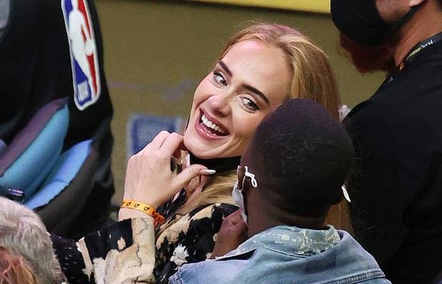 Một ngày, Adele trở thành nhân vật phụ cho chính mái tóc của mình... - Ảnh 4.