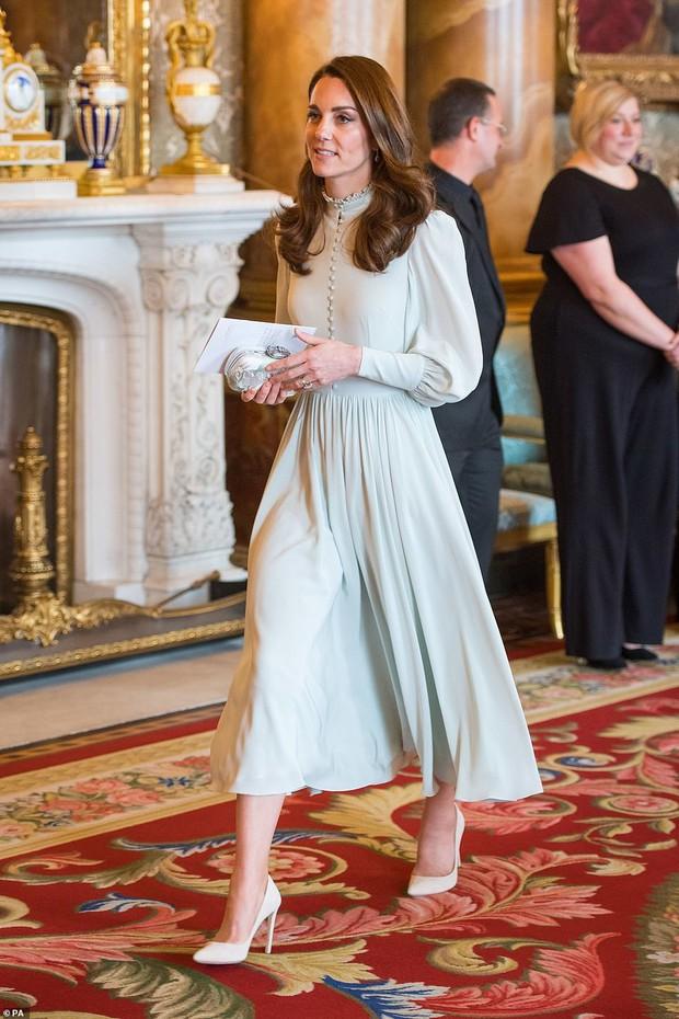 Công nương Kate lên đồ thì chỉ có đỉnh, ngồi ngắm mà thấy xịn hơn cả người mẫu chuyên nghiệp - Ảnh 8.