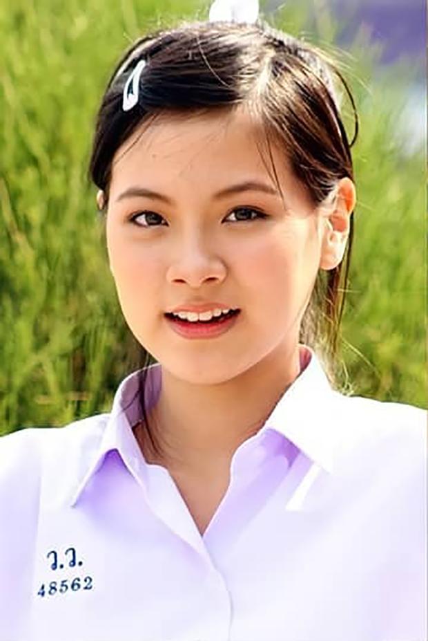 12 năm nhan sắc Baifern (Chiếc Lá Bay) qua 6 ảnh đồng phục: Nữ thần chống lại thời gian, U30 còn trẻ đẹp hơn hồi 17 tuổi - Ảnh 2.
