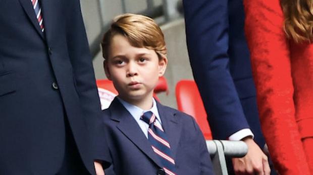 Hoàng tử George bị chế nhạo trên MXH, Công nương Kate buộc đưa ra quyết định đau lòng - Ảnh 1.