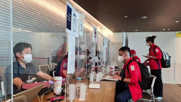 Đoàn thể thao Việt Nam đã tới Tokyo an toàn, tiến hành kiểm tra y tế trước khi nhập làng VĐV - Ảnh 5.