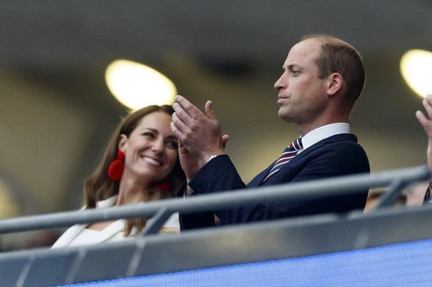 Hoàng tử George bị chế nhạo trên MXH, Công nương Kate buộc đưa ra quyết định đau lòng - Ảnh 3.