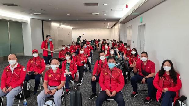 Đoàn thể thao Việt Nam đã tới Tokyo an toàn, tiến hành kiểm tra y tế trước khi nhập làng VĐV - Ảnh 7.