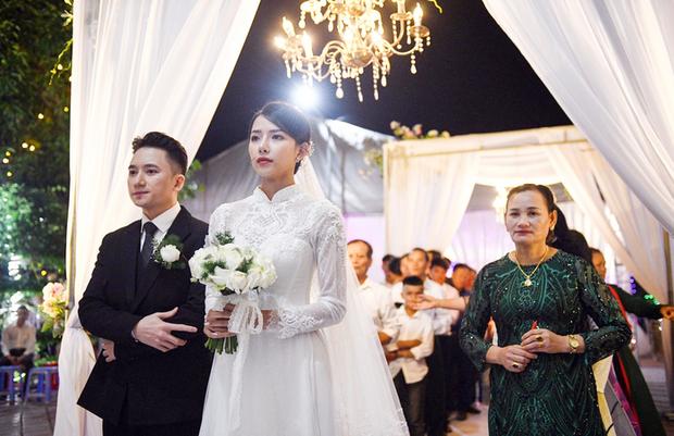Ngày hết Cô vy, 5 couple Vbiz rộn ràng tổ chức tiệc cưới: Dàn khách mời của Phan Mạnh Quỳnh gây choáng, 1 đôi có luôn con đầu lòng! - Ảnh 17.