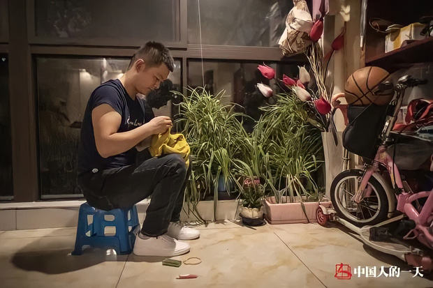 Từ con trai cưng nằm nhà ăn bám đến thần đồng may vá nức tiếng xa gần giúp hồi sinh ngành nghề sắp tuyệt chủng ở Trung Quốc - Ảnh 4.