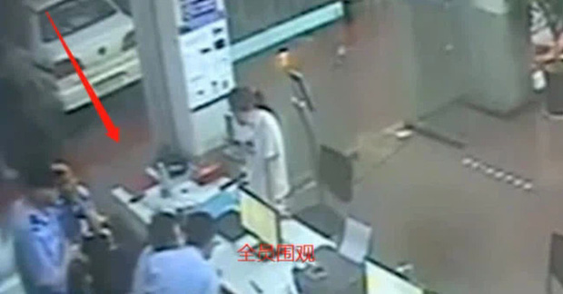 Đến đồn công an báo án, người phụ nữ não cá vàng bị bắt ngay lập tức vì quên mất mình đang bị truy nã - Ảnh 2.