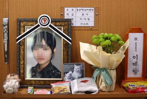 Vụ nữ sĩ quan Hàn Quốc tự tử sau khi bị đồng nghiệp cưỡng bức: Công bố clip hiện trường và lời nói của nạn nhân khi đó khiến dư luận dậy sóng - Ảnh 1.