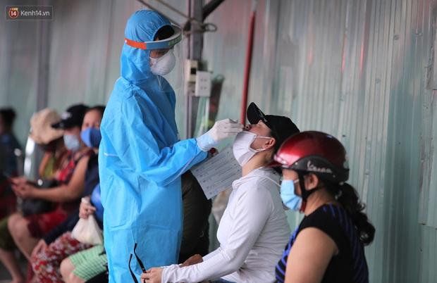 3 mẹ con chủ nha khoa nhiễm SARS-CoV-2, Đà Nẵng tạm đóng cửa chợ Siêu thị, xét nghiệm toàn bộ tiểu thương - Ảnh 3.