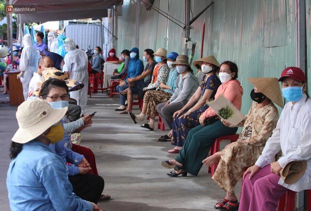 3 mẹ con chủ nha khoa nhiễm SARS-CoV-2, Đà Nẵng tạm đóng cửa chợ Siêu thị, xét nghiệm toàn bộ tiểu thương - Ảnh 2.