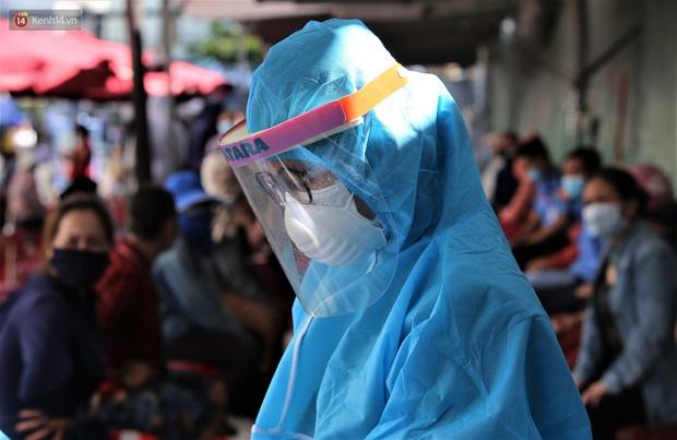 3 mẹ con chủ nha khoa nhiễm SARS-CoV-2, Đà Nẵng tạm đóng cửa chợ Siêu thị, xét nghiệm toàn bộ tiểu thương - Ảnh 6.
