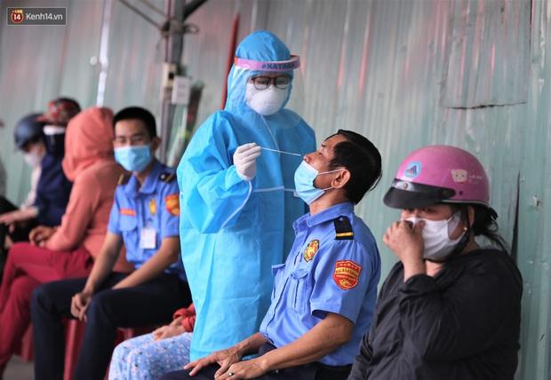 3 mẹ con chủ nha khoa nhiễm SARS-CoV-2, Đà Nẵng tạm đóng cửa chợ Siêu thị, xét nghiệm toàn bộ tiểu thương - Ảnh 4.