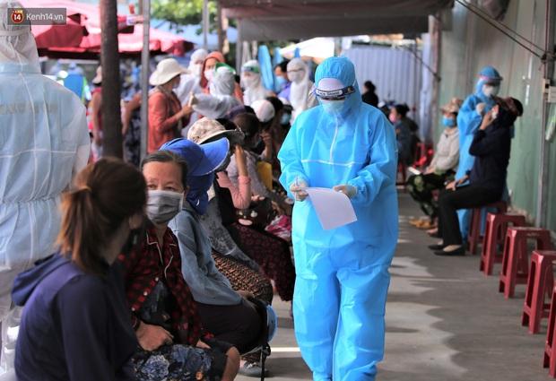 3 mẹ con chủ nha khoa nhiễm SARS-CoV-2, Đà Nẵng tạm đóng cửa chợ Siêu thị, xét nghiệm toàn bộ tiểu thương - Ảnh 5.