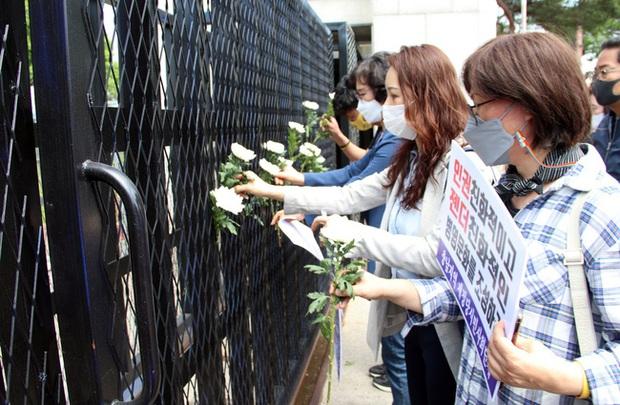 Vụ nữ sĩ quan Hàn Quốc tự tử sau khi bị đồng nghiệp cưỡng bức: Công bố clip hiện trường và lời nói của nạn nhân khi đó khiến dư luận dậy sóng - Ảnh 2.