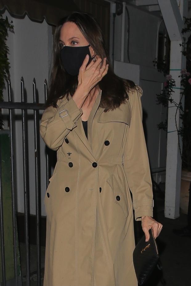 Brad Pitt từng tán tỉnh Selena Gomez, giờ đến lượt Angelina Jolie ăn tối cùng The Weeknd kém 15 tuổi, chuyện gì đây? - Ảnh 3.