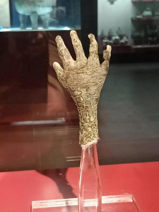Giải mã bàn tay kỳ quái trong mộ cổ 3.000 năm tuổi: Khai quật hàng chục nghìn ngôi mộ khác cũng không có cái thứ 2! - Ảnh 2.