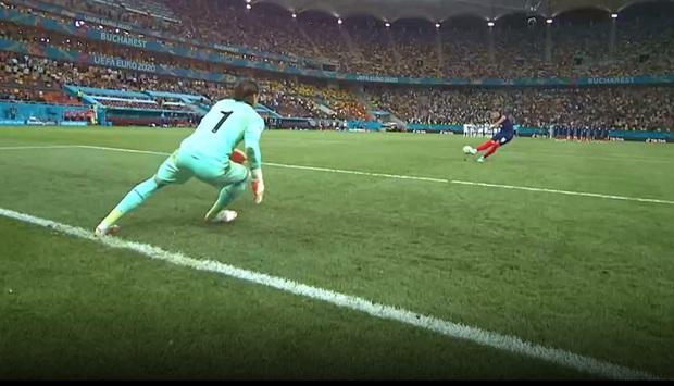 270.000 fan Pháp ký đơn đòi đá lại trận gặp Thụy Sĩ, truyền thông hốt hoảng yêu cầu CĐV đội nhà giữ bình tĩnh - Ảnh 2.