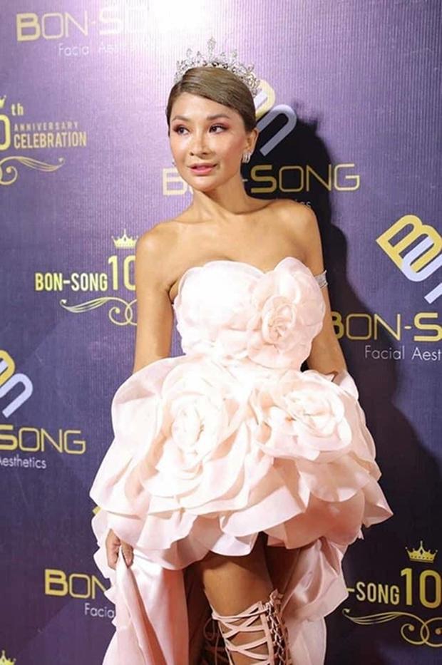 Hoa hậu Chuyển giới đầu tiên của Thái Lan bất ngờ qua đời ở tuổi 47, nguyên nhân sâu xa được tiết lộ - Ảnh 3.