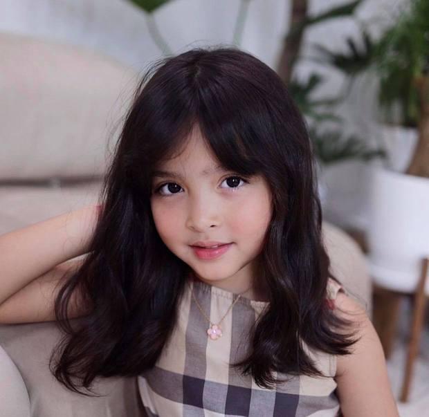 Con gái mỹ nhân đẹp nhất Philippines chụp bừa ở phòng khách thôi mà gây sốt: Gương mặt trời cho, làm mặt xấu mà xấu không nổi - Ảnh 2.