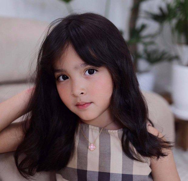 Con gái mỹ nhân đẹp nhất Philippines chụp bừa ở phòng khách thôi mà gây sốt: Gương mặt trời cho, làm mặt xấu mà xấu không nổi - Ảnh 3.
