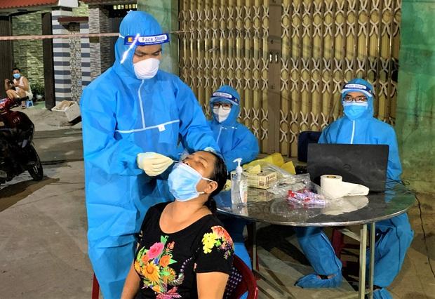 Đà Nẵng phát hiện 2 chuỗi lây nhiễm mới chưa rõ nguồn lây liên quan bảo vệ Điện Máy Xanh và tiểu thương cảng cá Thọ Quang - Ảnh 2.