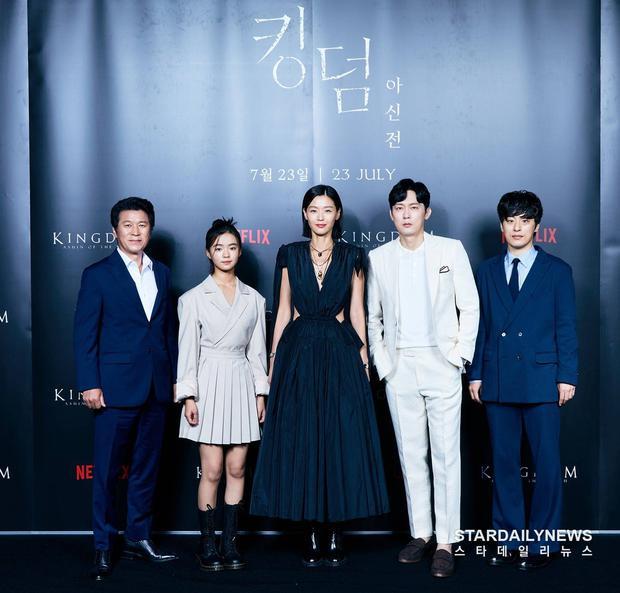Xuống tóc sau tin đồn ly hôn, Jeon Ji Hyun vẫn đẹp nhức nách trong họp báo Kingdom: Ashin Of The North - Ảnh 3.