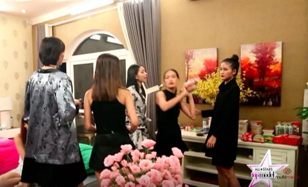 Sự thật về việc Hồng Xuân bị Nguyễn Hợp ném đồ đến gãy mũi gây chấn động Vietnams Next Top Model năm nào - Ảnh 1.