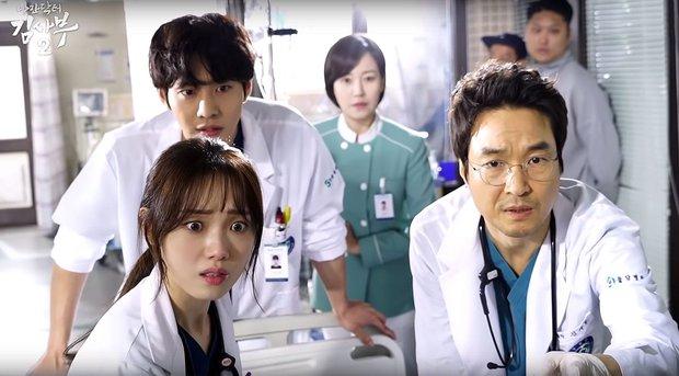 5 lý do đây chính là phim y khoa hoàn hảo để xem mùa dịch: Công phá hàng loạt kỷ lục, mức độ healing chẳng kém Hospital Playlist! - Ảnh 3.