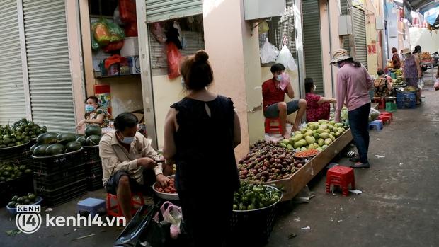TP.HCM: Các chợ truyền thống được hoạt động trở lại - Ảnh 2.