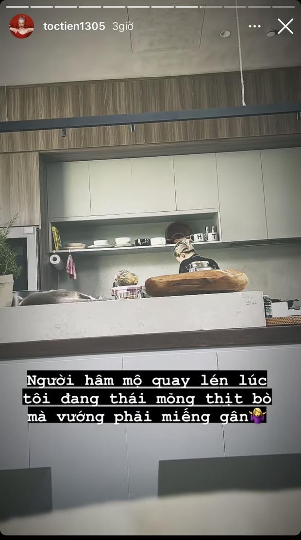 """Ở trong biệt thự nghỉ dịch mà Tóc Tiên vẫn bị ai đó """"dìm"""" tơi tả từ bếp đến sân, """"thủ phạm"""" phía sau lộ diện mà cười xỉu! - Ảnh 2."""